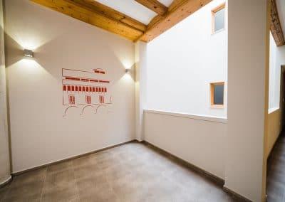 Ayuntamiento de Alcorisa lacado en blanco
